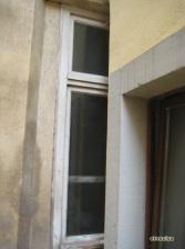 Ventana tapada por otro edificio.
