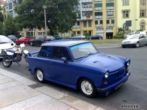 Trabi-tunning.  (Travi es el coche de la DDR)