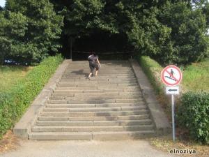 Escaleras prohibidas... no entiendo nada.