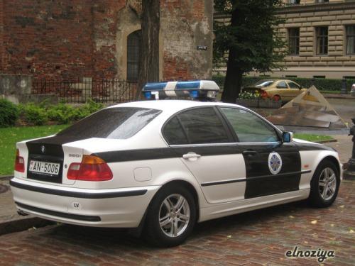 En cambio el pijerio del centro se notaba en la cantidad de cochazos, incluidos los de la policia al más puro estilo Need for Speed.
