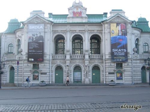 otro edificio muy monumental de Riga (cada dia me gusta menos ver los edificios, ¿se nota?)