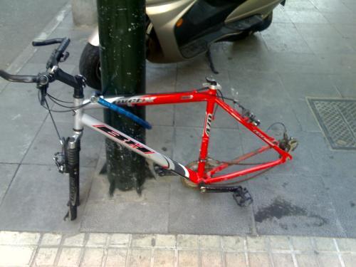 Autoservicio de piezas de bicicleta.
