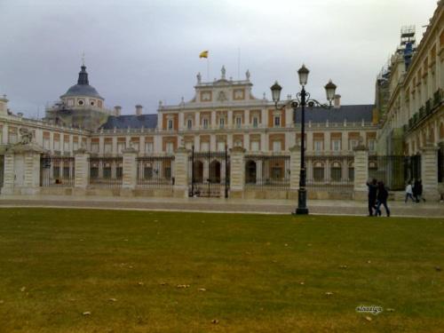 El Palacio Real por el otro lado.