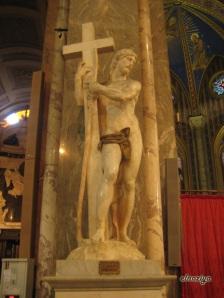 Cristo cargando la Cruz de Miguel Angel. No esta nada mal, impresiona su perfección.