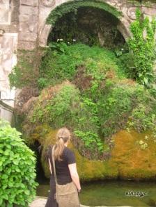 Una bonita fuente en el foro romano.